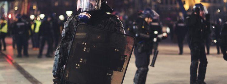 Police lors d'une manifestation des Gilets jaunes