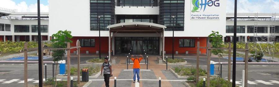 Vue de la devanture du Centre Hospitalier Saint Laurent du Maroni