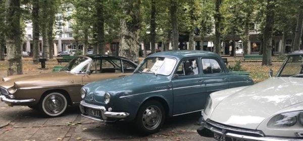 Des véhicules participant au concours Vichy élégance