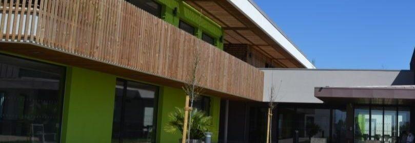 Un bâtiment rénové de l'Hôpital de Longué-Jumelles
