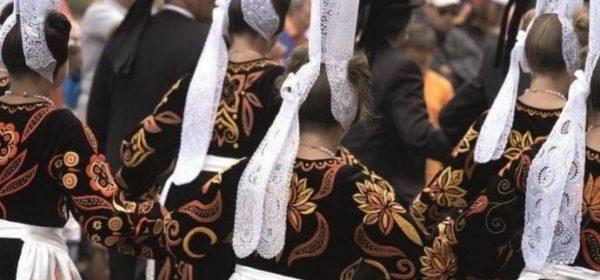 Une procession lors du festival de Cornouaille 2018