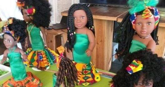 Les poupées afro coiffées lors du concours organisé par l'association Kopéna