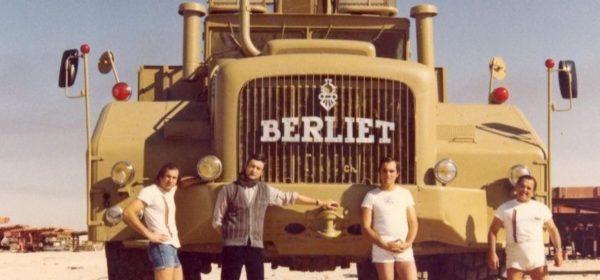 Le T100 dans le désert algérien, dans les années 1950