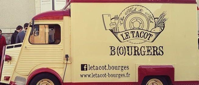 Le fameux Tacot à la silhouette rouge et crème revient sur les places du Bourges.