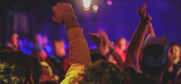 Des participants à un festival à Londres, au Royaume Uni.