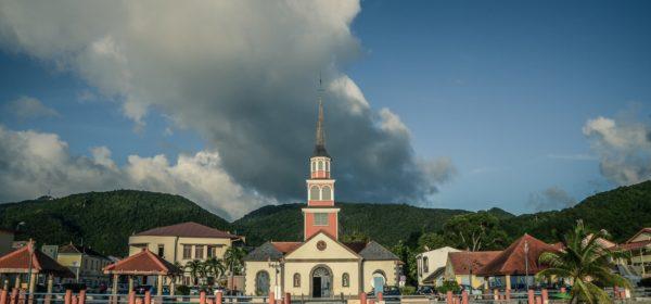 Alors que toutes les régions de France se plient au reconfinement, en Outre-mer, seule la Martinique est concernée par cette mesure.