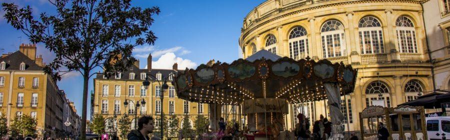 Devant l'opéra de Rennes.